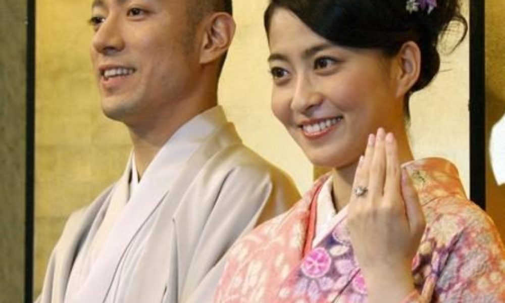 市川海老蔵さんと妻の麻央さん