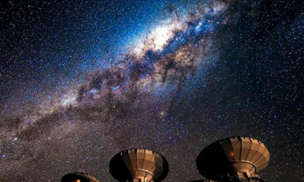 アルマ電波望遠鏡で研究チームが原始惑星系円盤の観測に成功