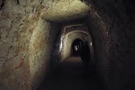 イングランドにあるヘルファイヤ洞窟