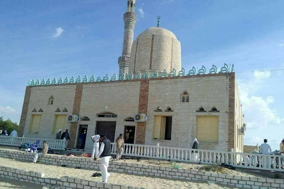 エジプト北シナイ県で武装集団がモスクのイスラム礼拝所で銃撃