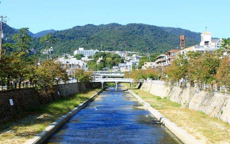 兵庫県芦屋市にある芦屋川で男性の遺体が見付かる事件か事故
