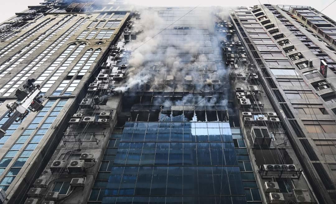バングラディッシュの首都ダッカの22階ビルで大規模な火災が発生して死者多数3