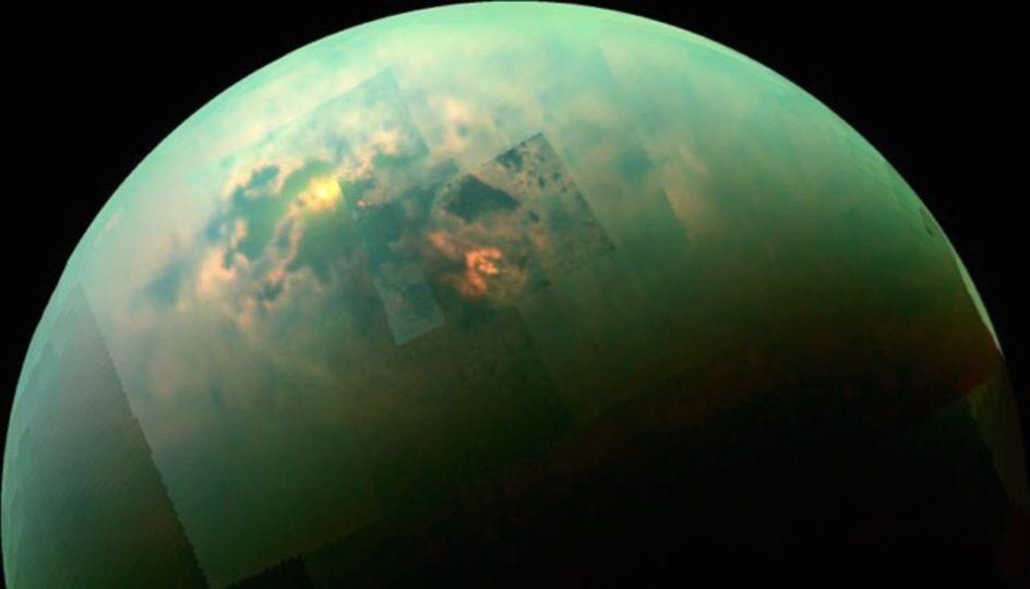 土星の第六惑星で最大とされる衛生タイタンで湖のようなものが発見される