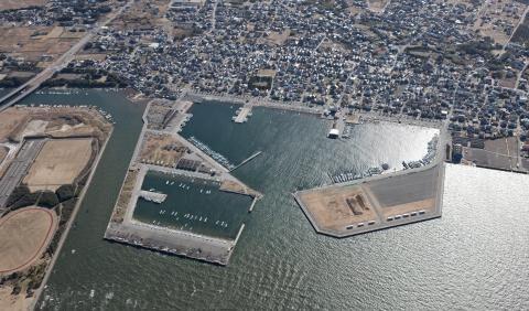 千葉県富津市にある漁港で海に沈んでいる軽貨物が発見され車内から男性遺体