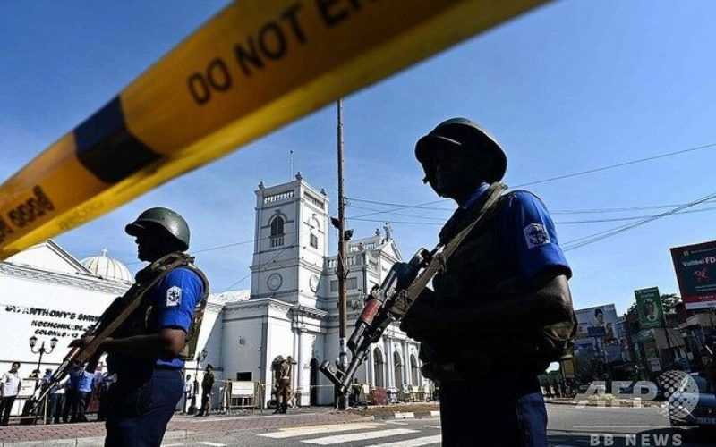 インド南部のスリランカで連続自爆テロ