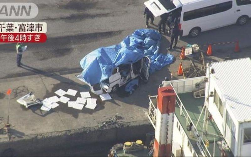千葉県富津市の漁港で軽乗用車が沈んでいるのが発見される