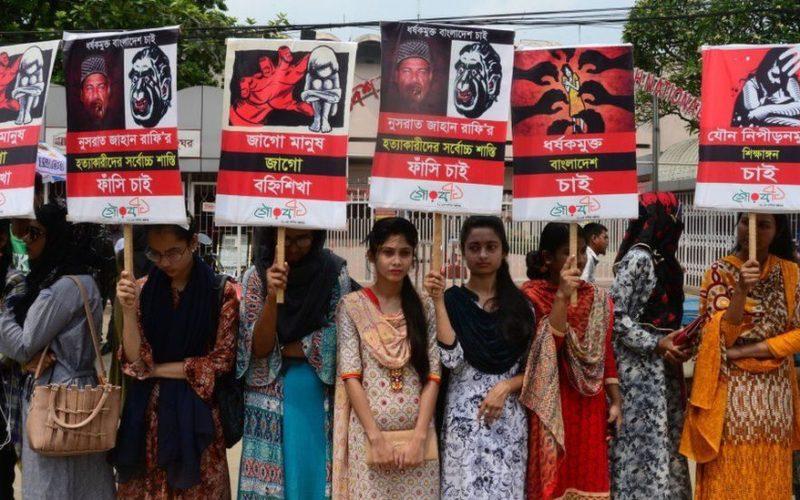 バングラデシュの学校で女子生徒が身体に火を付けられ殺害された裁判