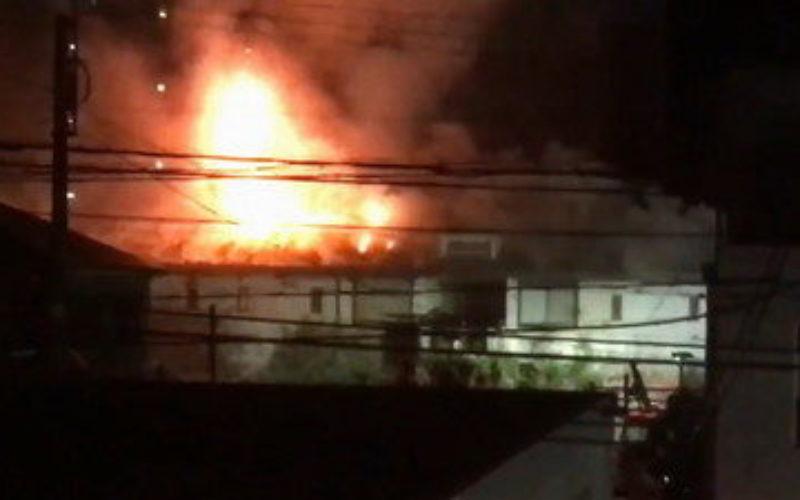 奈良県橿原市にあるアパートで火災が発生して焼け跡から殺害された男性の遺体
