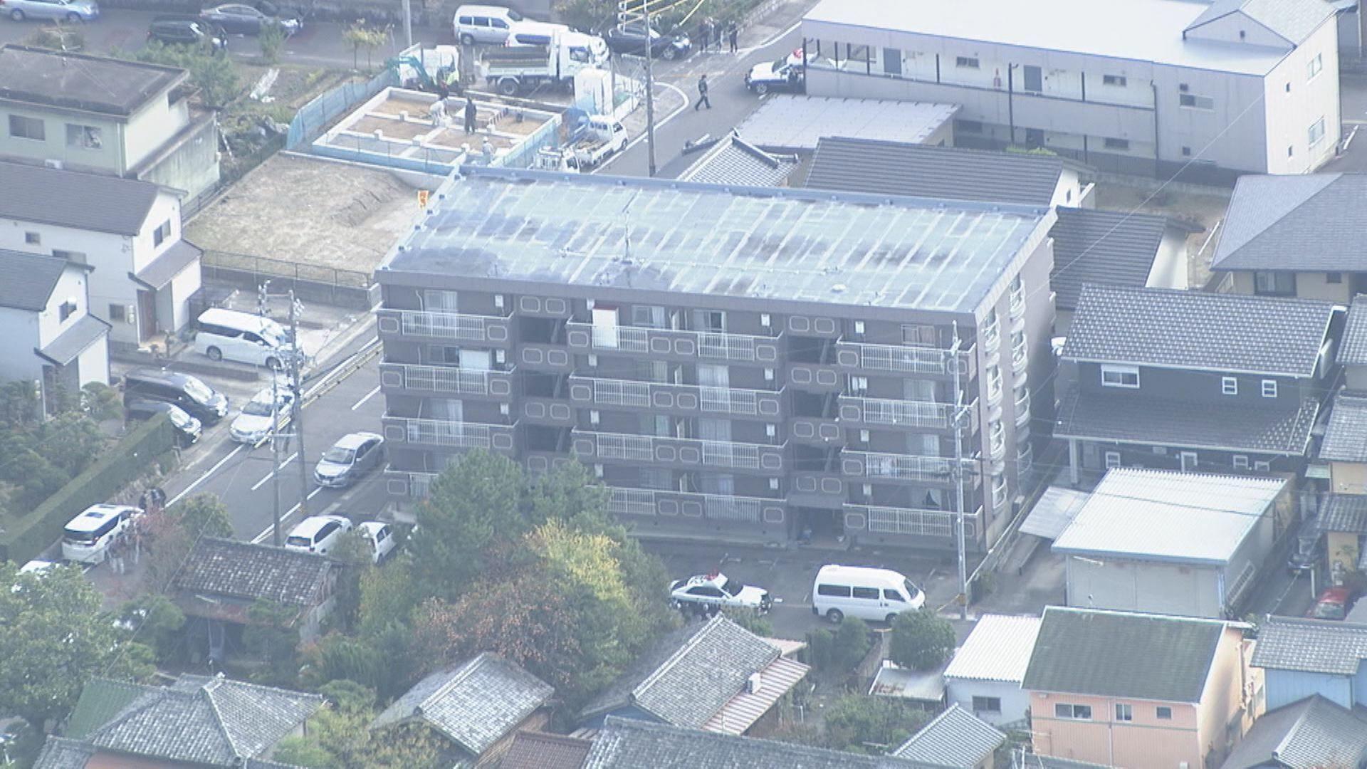 愛知県日名本町にある集合住宅で血だらけで殺害されている男性の遺体