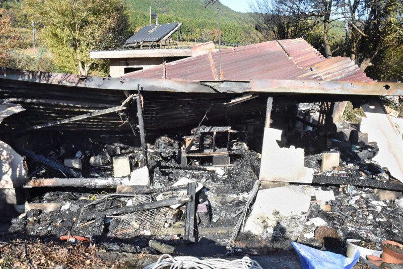 山口市阿東生雲東分にある平屋建て住宅で火災が発生して4人が死亡