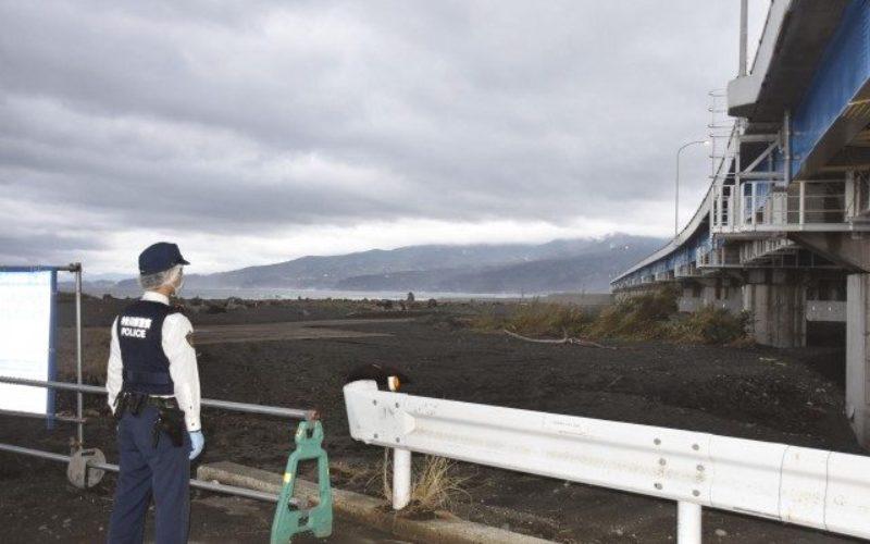 神奈川県小田原市にある海岸の砂浜で男性の刺殺遺体