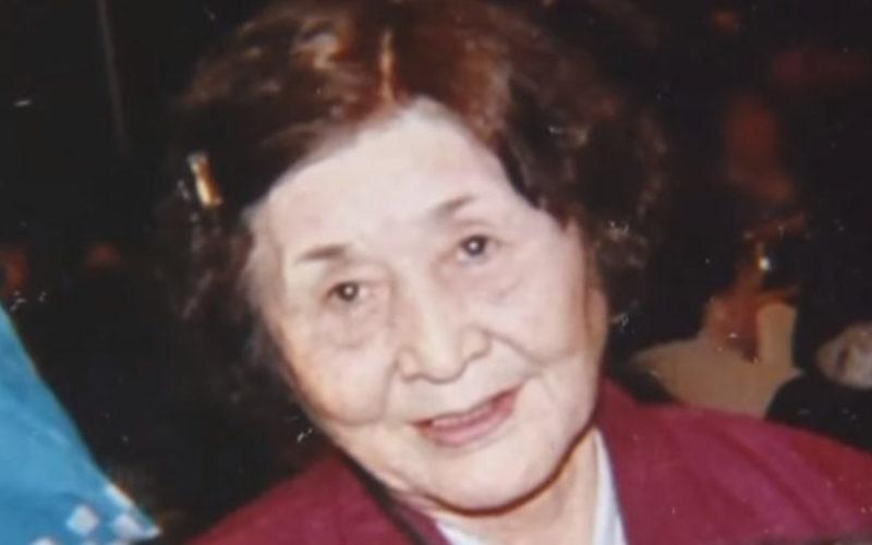 青森県八戸市にある住宅の玄関先で死亡していた高齢女性の遺体