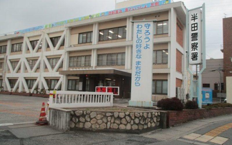愛知県半田市亀崎町の鉄塔周辺の草むらの中にミイラ化した遺体