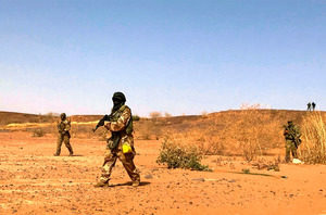 西アフリカのニジェールで武装集団が軍事施設を襲撃して25人が死亡
