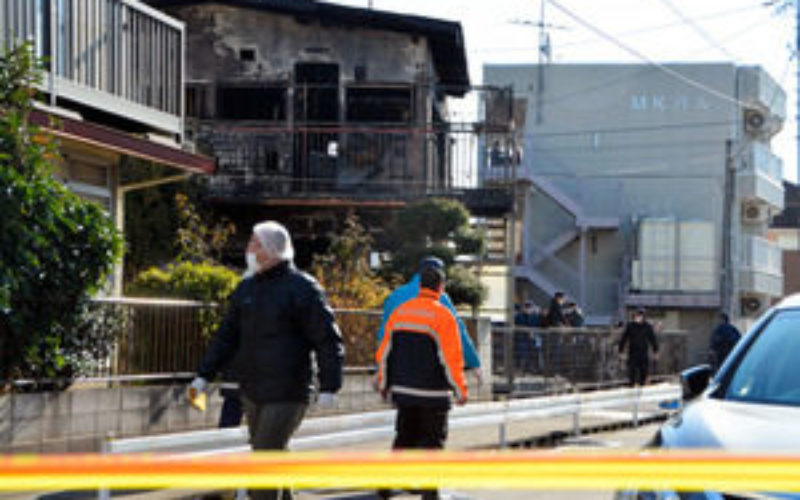 千葉県流山市の二階建てアパートから出火して焼け跡から3人の遺体