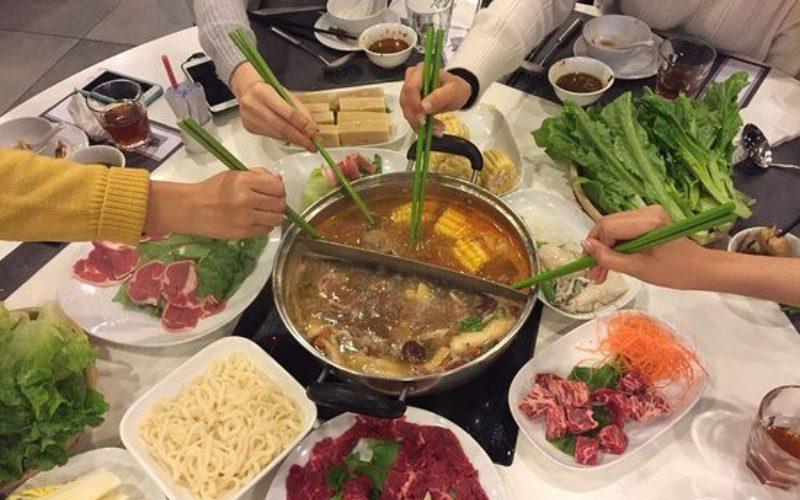 香港で火鍋を囲んでいた家族の10人が新型ウイルスに感染