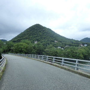 千丈寺湖にある青野ダムでコンクリートの中に詰められた白骨遺体
