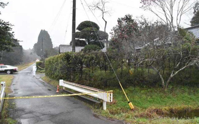 宮崎県西都市にある住宅の室内で2人の男性が刺殺されている遺体2