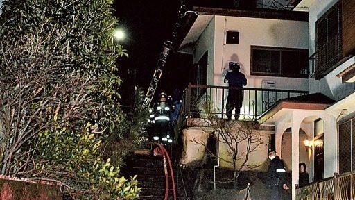 静岡県長泉町下土狩にある住宅の玄関先で刺殺された高齢女性