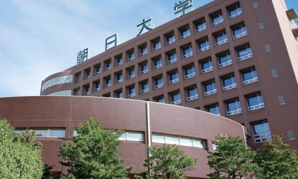 岐阜朝日大学の野球部員らが寺田の河渡橋で投石