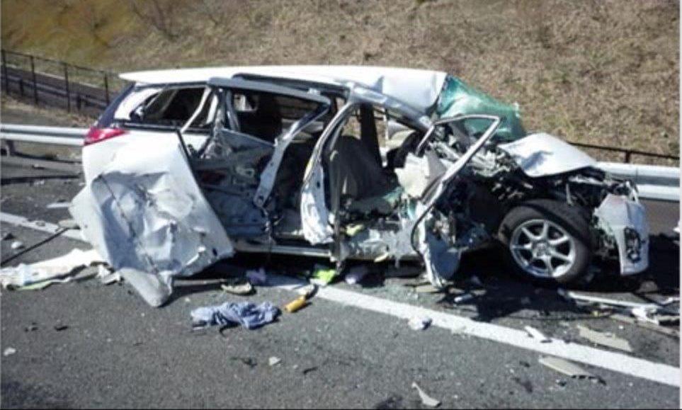 福島県相馬市にある常磐自動車道でトラックと乗用車が正面衝突して2人が死亡