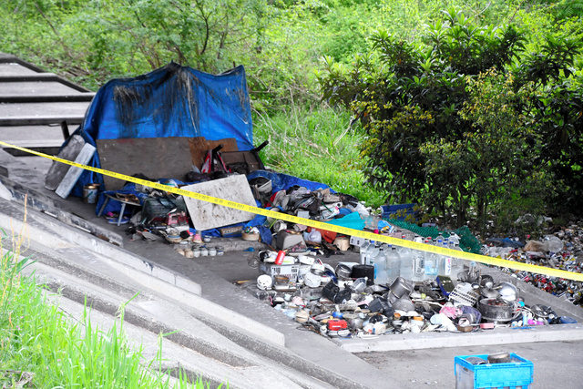 岐阜市の河渡橋付近の堤防で男性が複数人に投石や暴行を加えられ死亡