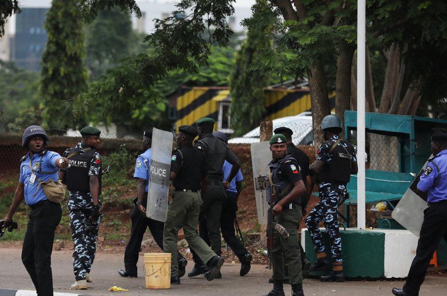 ナイジェリア北部で100台以上のバイク集団が村を襲撃して47人を殺害