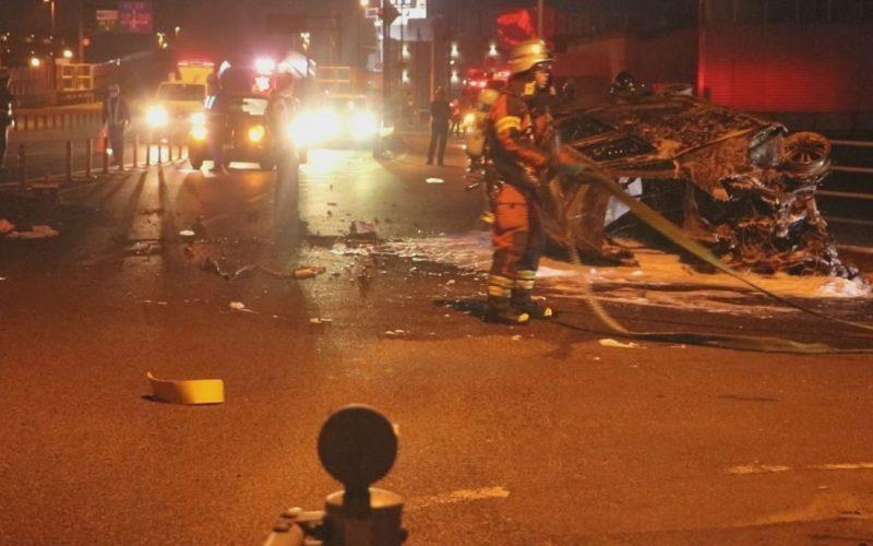 岡山市南区西市にある国道2号線で軽乗用車が分離帯に激突して炎上