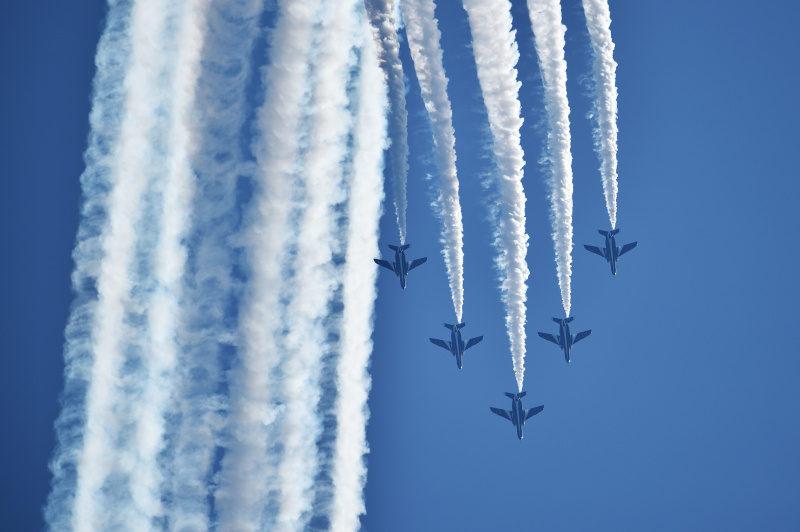 カナダ空軍所属のアクロバット飛行隊が乗る機体が墜落して1人が死亡