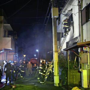 大阪府吹田市にある住宅火災で消し止められた焼け跡から1人の遺体