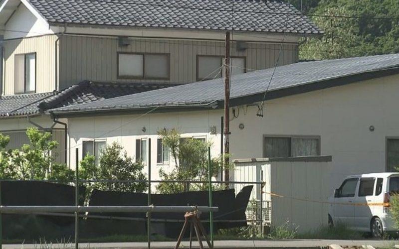 長野県坂城町の住宅で拳銃で撃たれた痕跡のある3人の住人