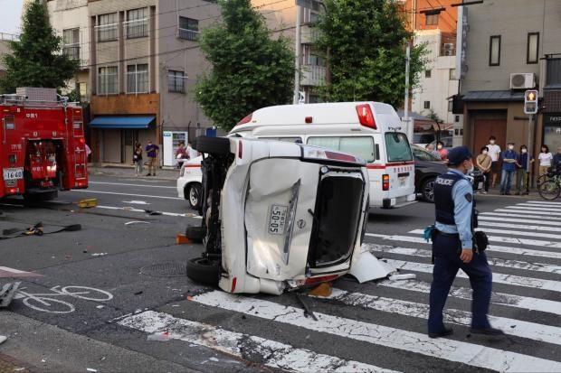 京都市左京区川端通りの交差点で逃走車両が多重事故