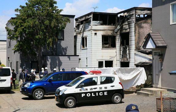 北海道函館市の住宅に見知らぬ人物が侵入して住人の手足を縛り放火