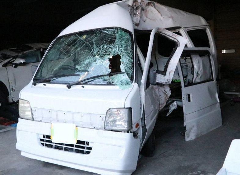 岡山市中区藤崎にある県道で自損事故を起こして同乗者を死亡させ逃走