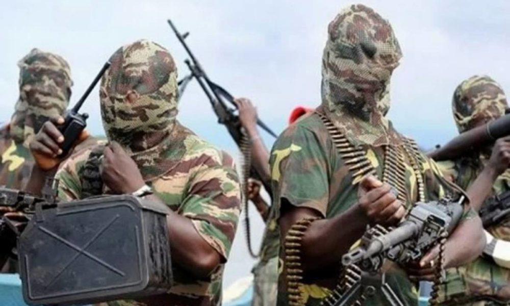 ナイジェリア北東部ボルノ州でイスラム過激派が村を襲撃して69人を殺害
