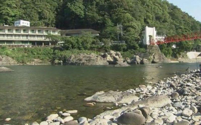 岐阜県美濃市の長良川で遊んでいた子供を助けようとした父親が溺死
