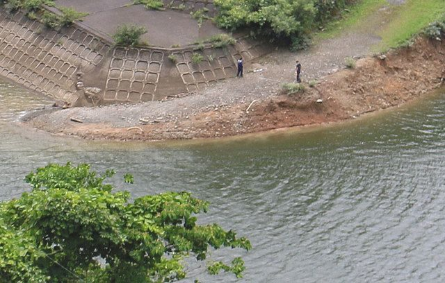 福井県坂井市にある龍ヶ鼻ダムの水上に浮いていた男性の殺傷遺体