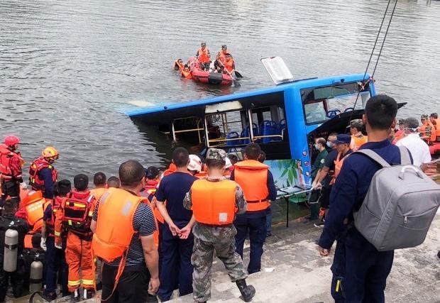 中国の貴州省で路線バスが貯水池に転落した事故は運転手の道連れ自殺