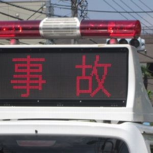 大阪市都島区の国道でクレーン付き車両とバイクが接触事故