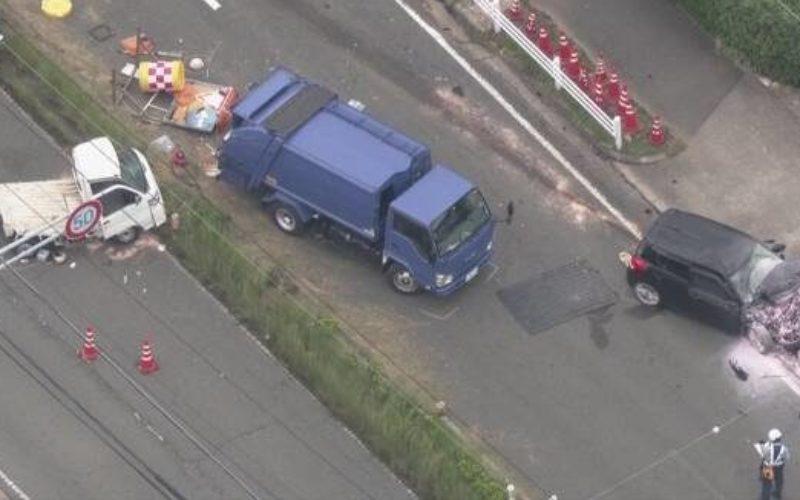 豊橋市にある県道の分離帯で草刈り作業をしていた3人が車に跳ねられ死傷
