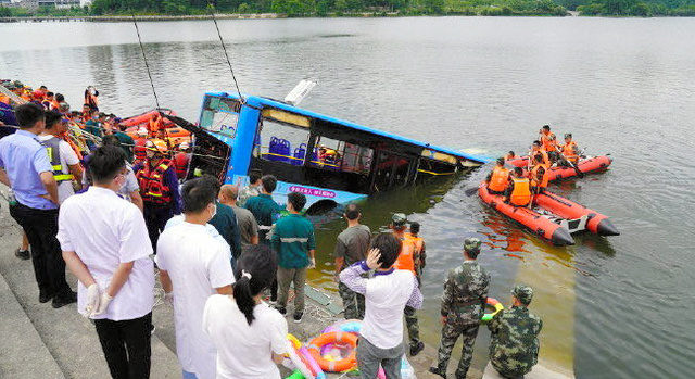 中国の貴州省で路線バスが貯水池に転落した事故は運転手の道連れ自殺?