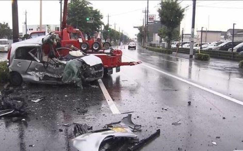 群馬県前橋市の国道でワゴン車が2台の車に激突