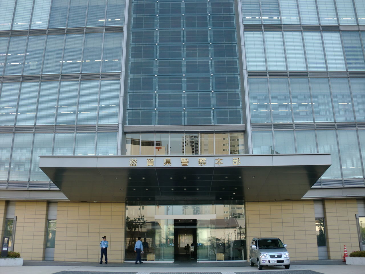 知人の首を絞めて財布を奪おとした元滋賀県警の彦根署長を逮捕