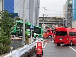 千葉県流山市にある森駅で路線バスと乗用車が激突した事故