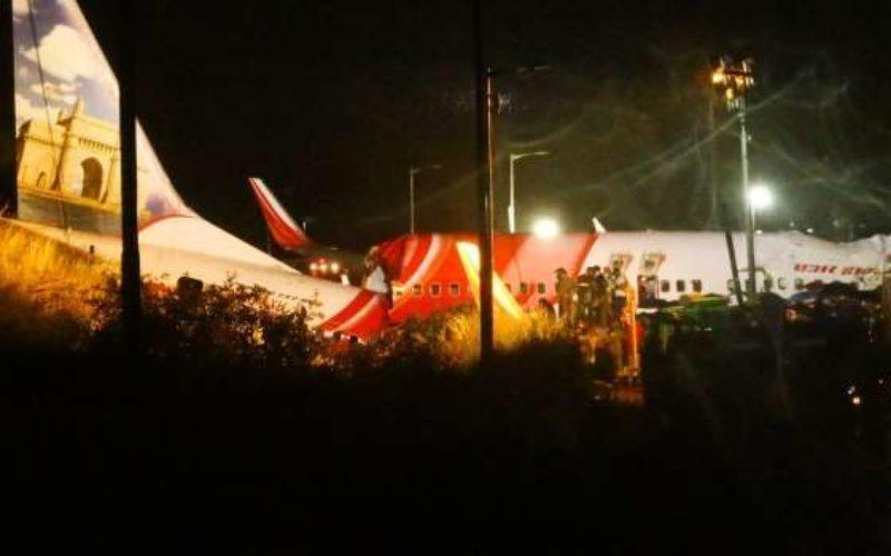 インド南部ケーララ州コジコード空港で旅客機が着陸に失敗して17人が死亡