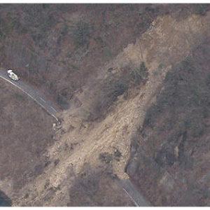 岐阜県下呂市金山町弓掛の通行止め道路上で全焼している車内から遺体