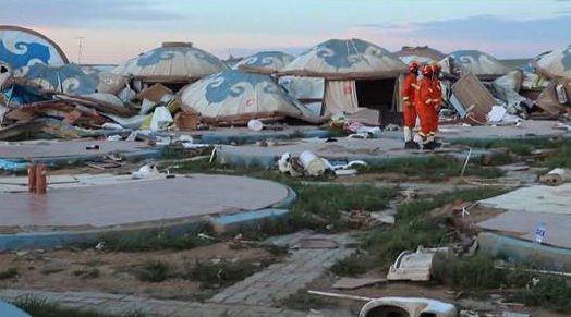 中国のモンゴル自治区で巨大な竜巻が発生して数十人が負傷2