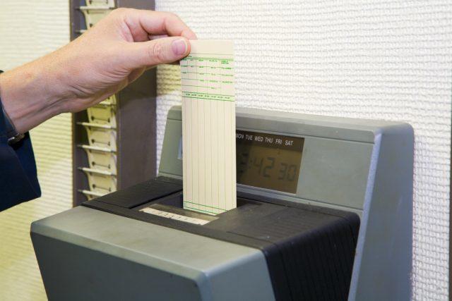 大阪市富田林市の職員が日直勤務時間をごまかしタイムカードを押して給料を詐取1