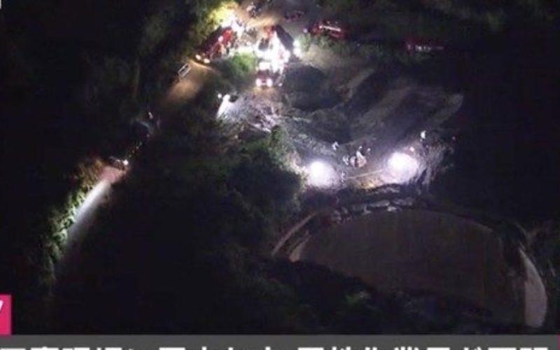 金沢区の工事現場で重機が穴に転落