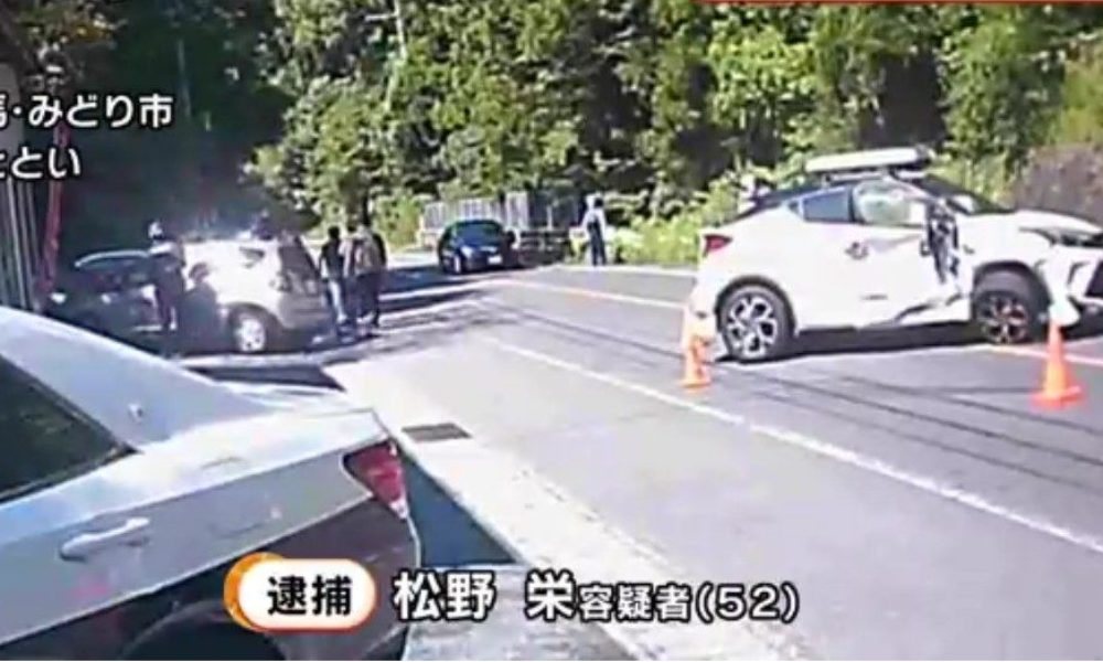 群馬県みどり市で男が行方不明の女性を連れて運転する車が事故後に逃走